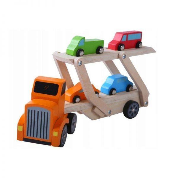 medinis-sunkvezimis-su-4-automobiliais